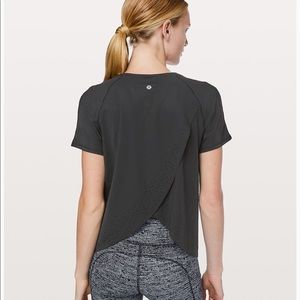 NEW Lululemon quick pace short sleeved top size 10